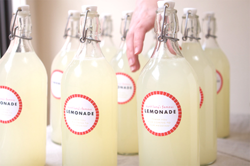 homemade fresh squeezed bottled lemonade with recipe for summer wedding favors